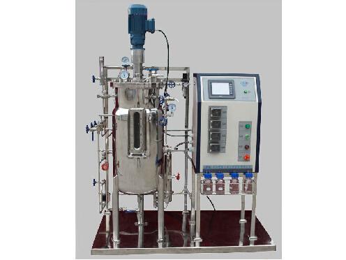 全自动固体发酵罐的结构设计也较复杂,根茎物料的特殊性质,需进行非标